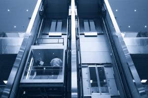 Como funciona un ascensor