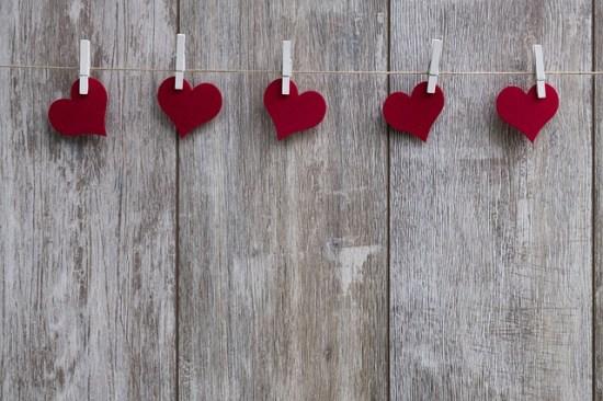 Evangelio apc Cinco corazones con pinzas