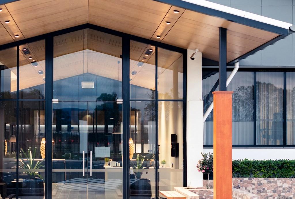 Multinail External Entrance