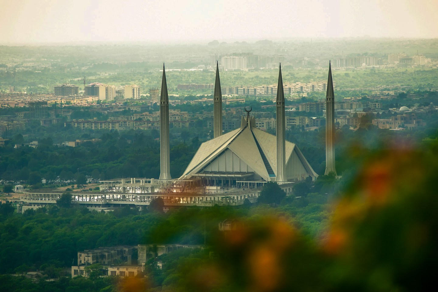 Faisal Mosque - Pakistan - green stimulus