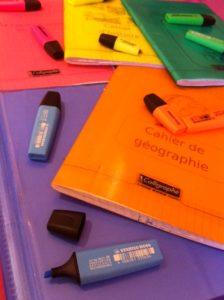 code couleur pour les cahiers, livres, agenda. Organisation des élèves.