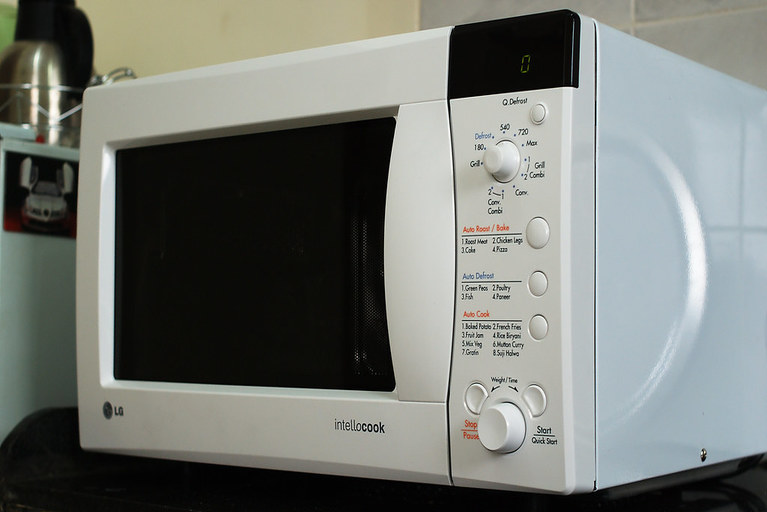 Microwave oven working