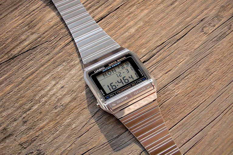 Classical electronic watch