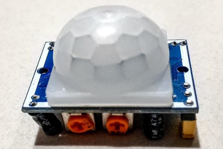 PIR sensor to detect motion