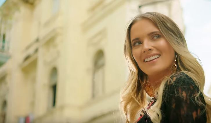 ¡Talento criollo!  Kimberly Dos Ramos es la protagonista del nuevo video de Yandel, Play-N-Skillz y Messiah