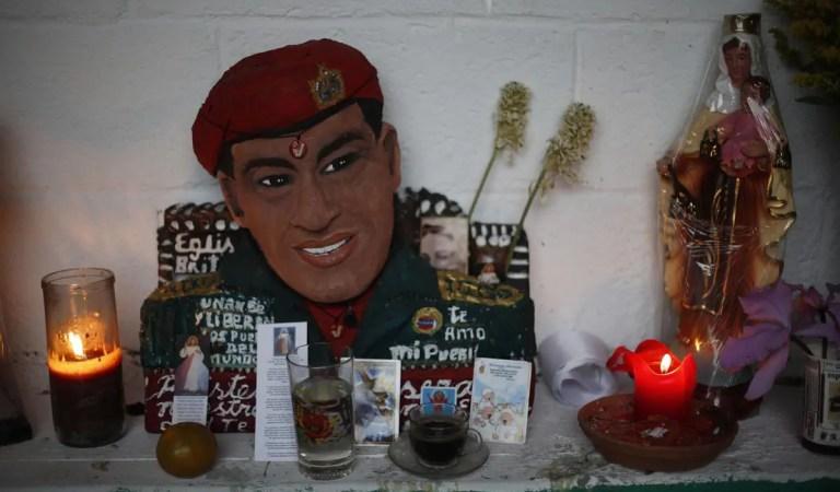 Contactan a Hugo Chávez «del más allá» para preguntarle por el futuro de la revolución  ??