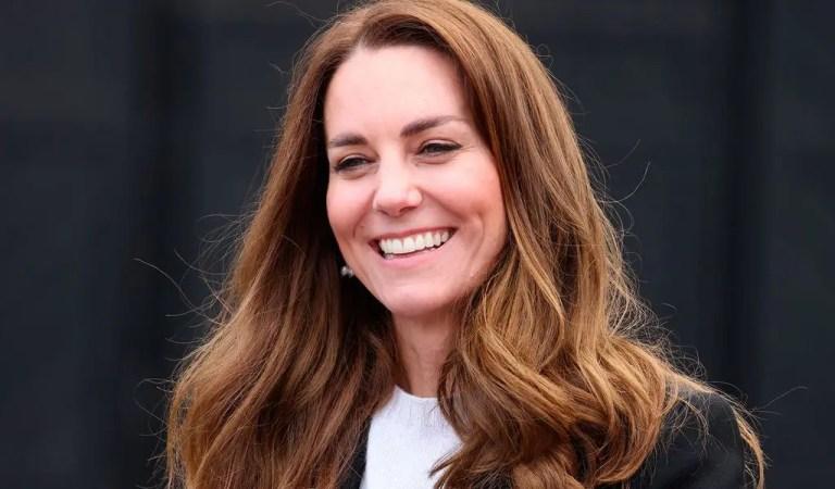 Kate Middleton se vacuna contra la COVID-19 💉🦠