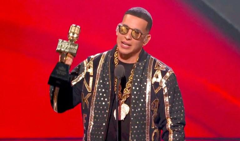 Daddy Yankee se convirtió en el primer latino en el Salón de la Fama de Billboard 🙌🏻🎶