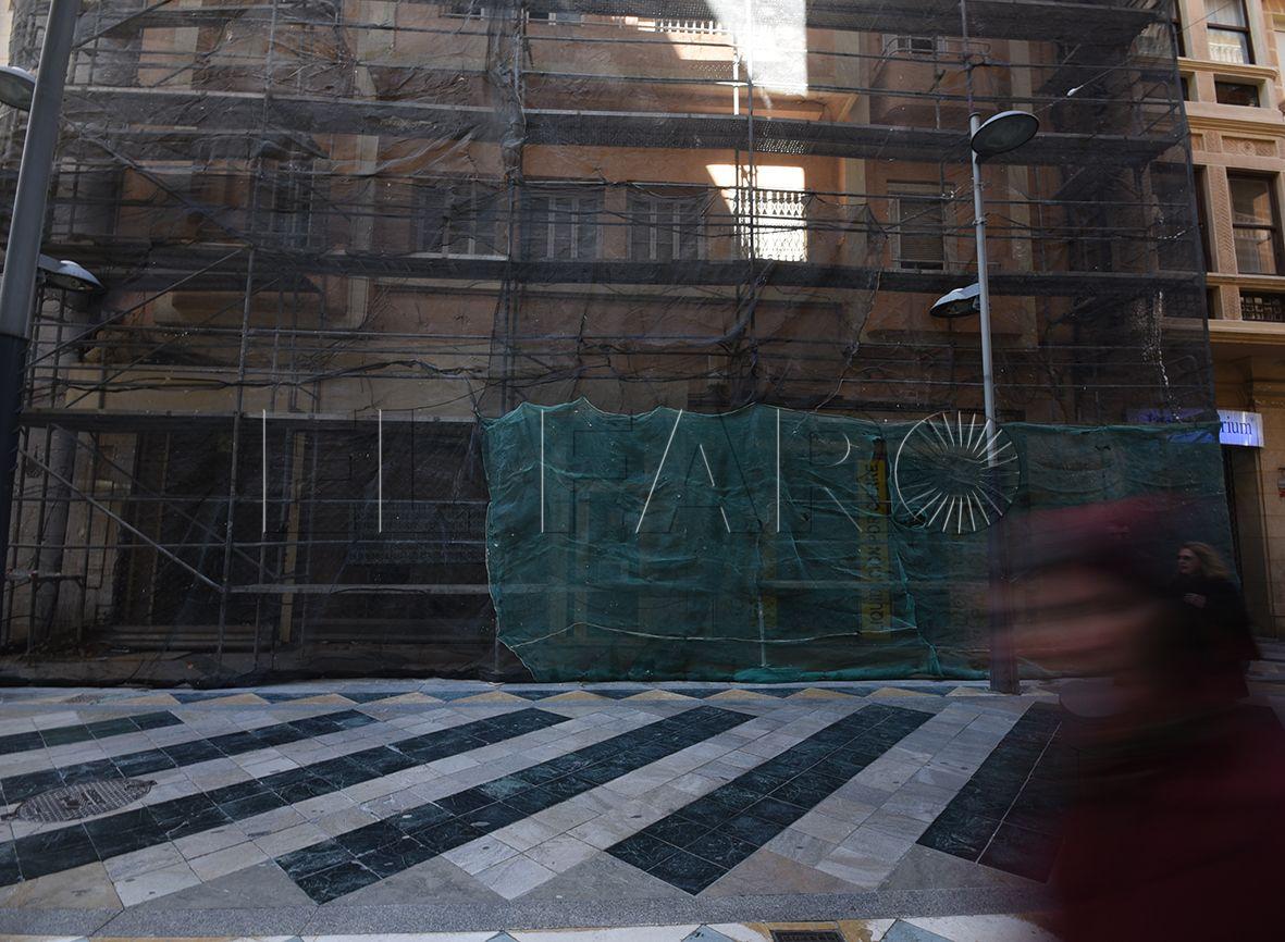 Adiós al edificio protegido en cuyos bajos estuvo 'Comercial Africana'