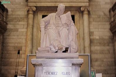 Monumento al escritor Marcelino Menéndez y Pelayo