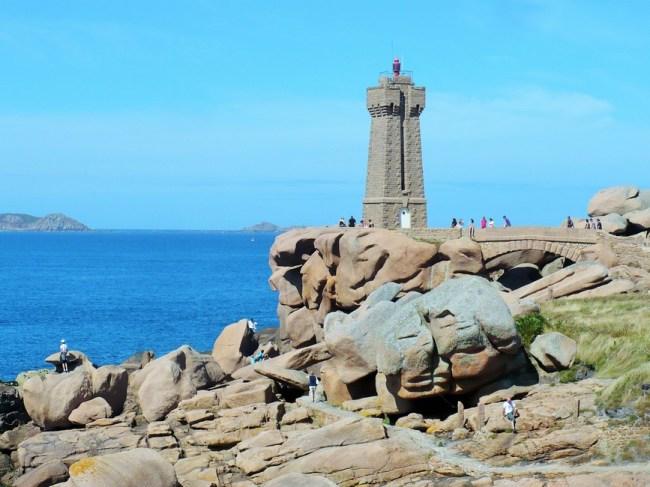 Faro de la costa del granito rosa