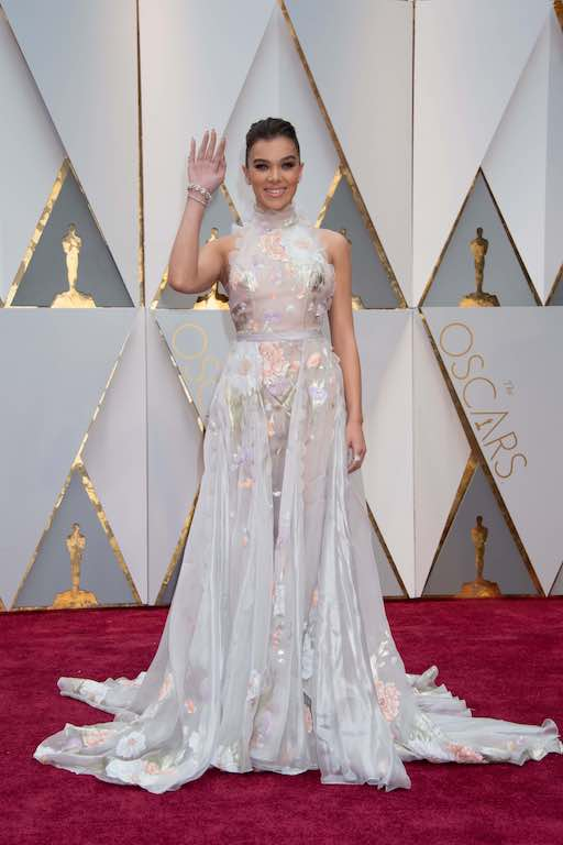 Hailee Steinfeld arrives at The 89th Oscars® at the Dolby® Theatre in Hollywood, CA on Sunday, February 26, 2017.