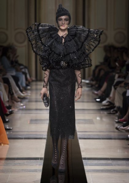 Fashion Week Paris. Georgio Armani. Herbst / Winter Kollektion 2018 - elfashion