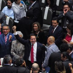 Diputados de Morena proponen que el gobierno controle medios de comunicación