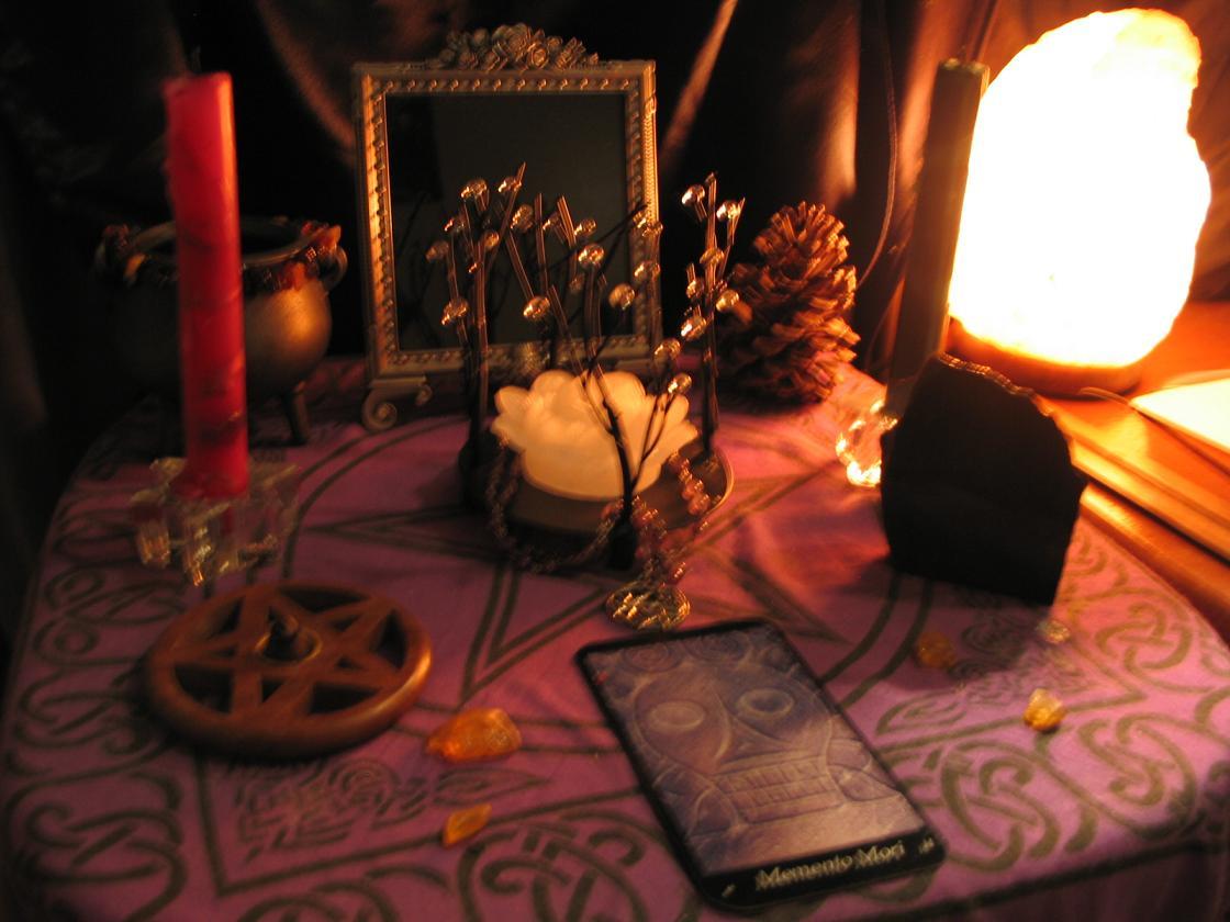 samhain altar blurry but pretty