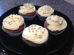 Unos cupcakes de vainilla con buttercream