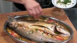 Añadimos ajo y perejil al pescado