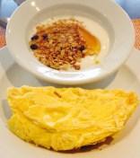 Tortilla y cereales con yogurt