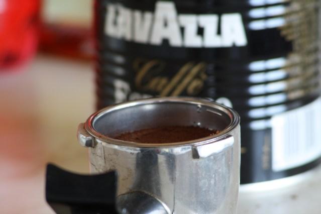 pressed_coffee_for_espresso_with_lavazza_can