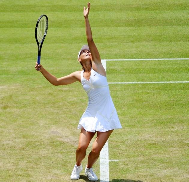 Maria_Sharapova_at_the_2009_Wimbledon_Championships_12