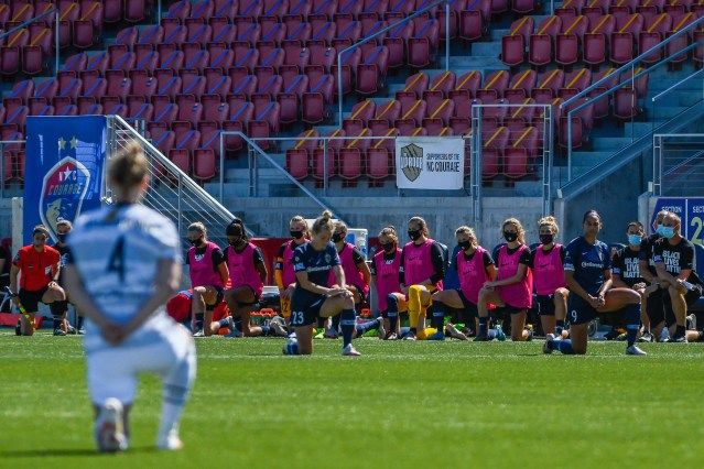 NWSL becomes first U.S. pro league to return to action; all players take a knee during national anthem