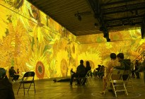A mesmerizing, ever-moving collision of the Paris and Arles sunflower series parades around the exhibit.