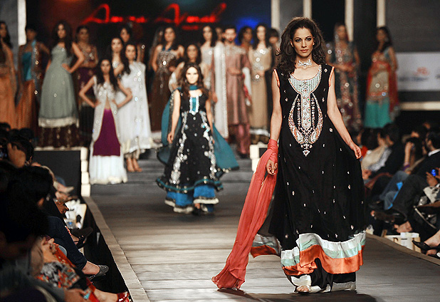 Semana de la moda de Pakistán: ni rastro de velos o burkas