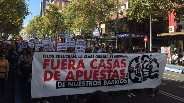 Multitudinaria manifestación contra las casa de apuestas en Madrid
