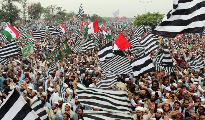 El islamismo pro-sharia echa un pulso al gobierno en las calles de Islamabad