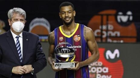 Corey Higgins recibe el MVP del torneo | Fuente: marca.com