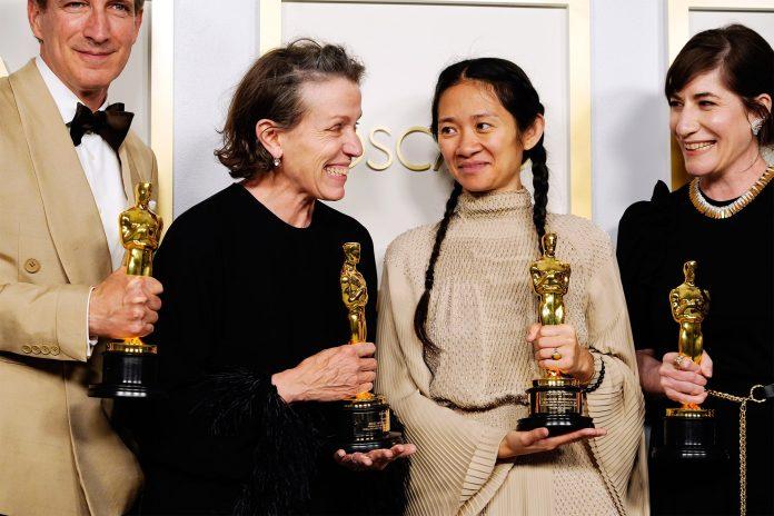 Chloé Zhao y 'Nomadland' hacen historia en unos Oscars 2021 muy repartidos