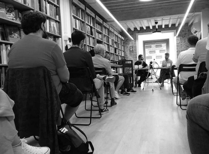 Abraham Guerrero: «Hay gente joven haciendo poesía muy buena a la que no se le hace caso»