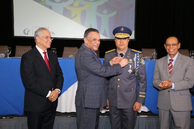 Gobierno distingue 1,039 servidores públicos con Medalla al Mérito