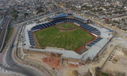Se installan luminarias al estadio de Béisbol Édgar rentería