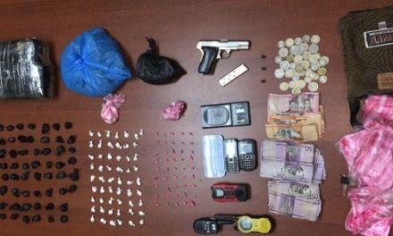 Policía Nacional a través de la DICAN apresa a cuatro personas con más de 4 mil gramos de diferentes tipos de drogas en 255 porciones durante operativos en Santiago