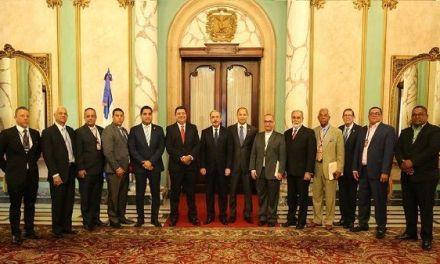 Presidente Danilo Medina escucha necesidades de los veganos