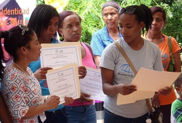 En Día de las Madres, realizan primer encuentro de Mujeres de la Cuenca Loma de Panzo