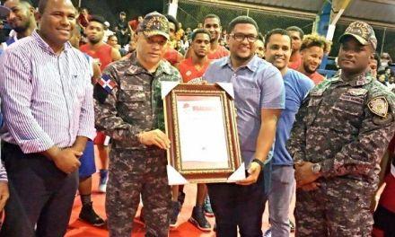 Reconocen al coronel Oscar Tejeda por su encomiable labor