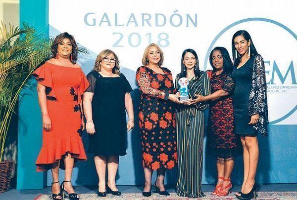 Empresarias reconocen periodista Martha Quéliz