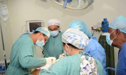 Mujeres sobrevivientes de cáncer de mama son beneficiadas con cirugía por el Plan Social