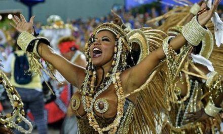 El feminismo abandera las comparsas callejeras del Carnaval de Río de Janeiro