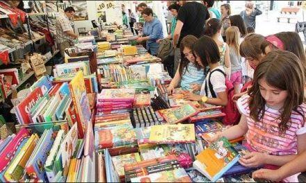 Feria del Libro: faltaba luz y había casetas no terminadas, pero la gente acudió