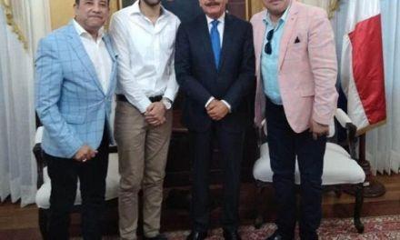 Presidente Medina nuevamente recibe a El Pacha en el Palacio Nacional