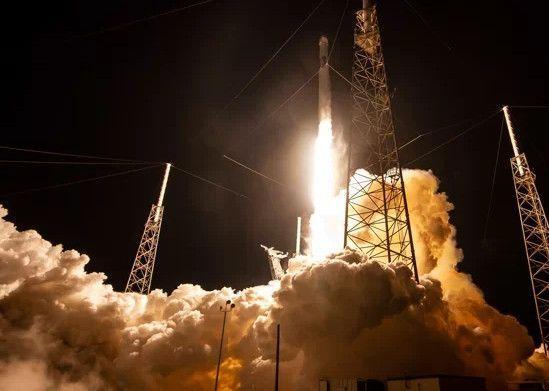 Arranca el plan de Elon Musk de conectar al mundo a Internet por satélites