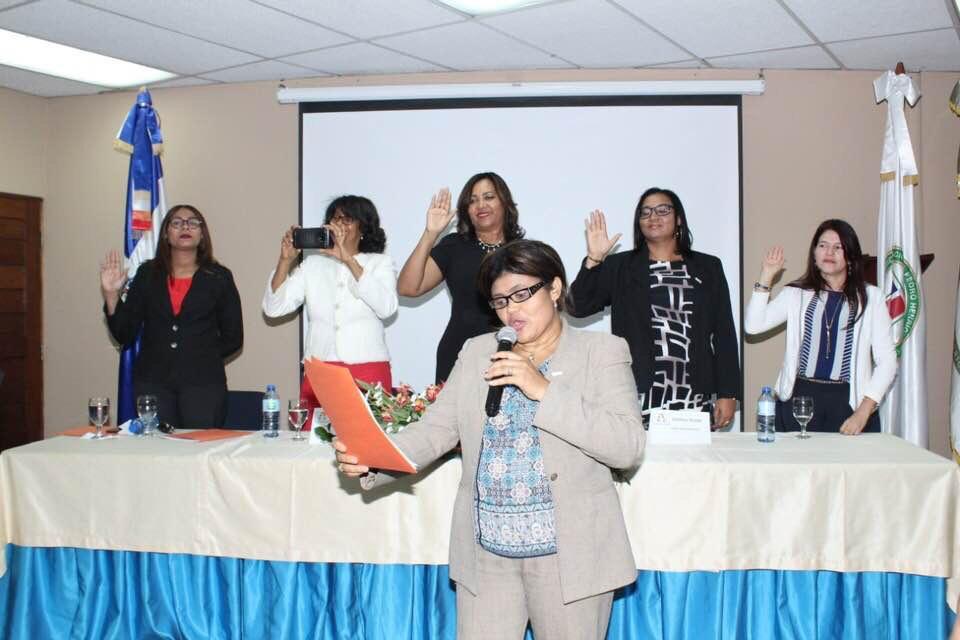 Mariluz Arias E. y directiva de la Red de Contadoras Dominicanas