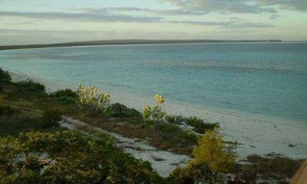Poder Ejecutivo recibe título de propiedad de Bahía de las Águilas