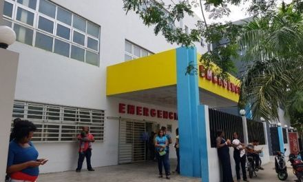 Cortan árboles frente a Hospital Juan Pablo Pina