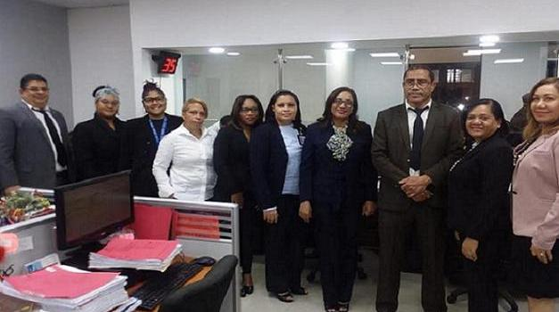 Jueces y otros empleados de Corte Penal de SC