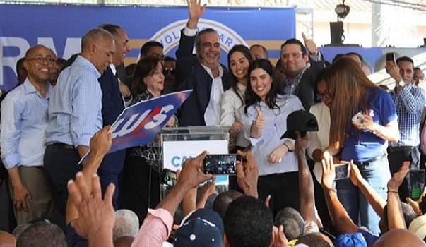 Luis Abinader, tras inscribir precandidatura presidencial