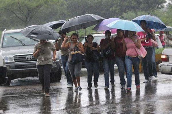 COE reduce provincias en alerta tras paso de la tormenta tropical Isaías